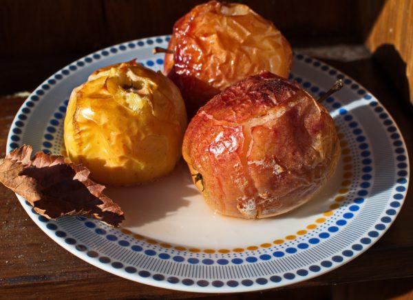 Запеченные в духовке яблоки